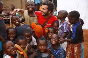 Ο Έλληνας φωτογράφος που έκανε τον κόσμο μια γειτονιά