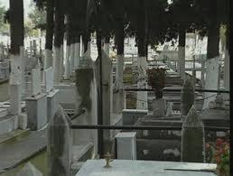 Συνελήφθησαν να κλέβουν μπρούτζινα καντήλια από νεκροταφείο στα Φάρσαλα!