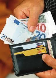 Λαμία:Επέστρεψε πορτοφόλι και η κάτοχος τον ευχαριστεί!