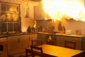 Πανικός στο κέντρο του Ρεθύμνου από φωτιά σε διαμέρισμα πάνω από καφετέρια