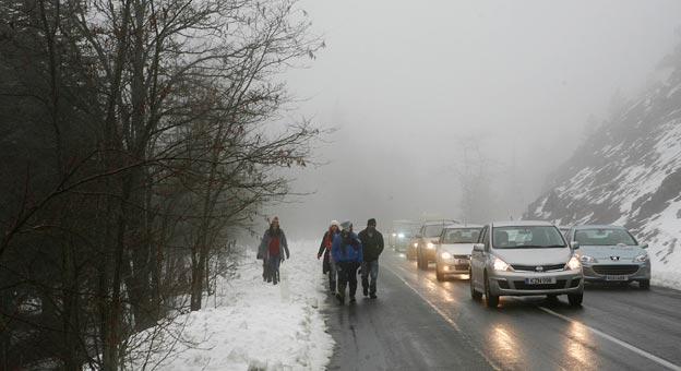 Αχαΐα: Απεγκλωβίστηκαν λεωφορείο και 7 Ι.Χ. λόγω χιονόπτωσης