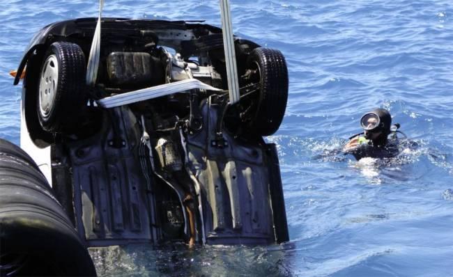 Πτώση οχήματος στη θάλασσα  στην Πρέβεζα