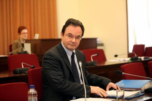 """Παπακωνσταντίνου: """"Ο κ.Κοντοπυράκης θα πρέπει να μάθει να μετρά το έλλειμμα τις ώρες της ημέρας!"""""""