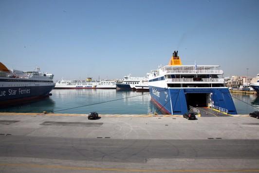 Αναστολή της απεργίας αποφάσισε η ΠΝΟ - Αύριο στις 6 λύνουν κάβους τα πλοία