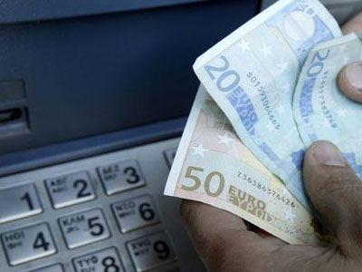 Μόνο μέσω τραπεζών η καταβολή μισθών και εισφορών