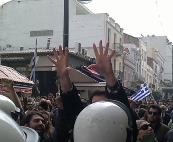 Πάτρα: Χημικά και ξύλο στην παρέλαση