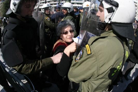 Λάρισα: Παρέλαση με μούτζες και μάχες σώμα με σώμα!
