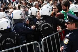 Σύλληψη τριών ατόμων κατά τη διάρκεια της παρέλασης στη Λάρισα