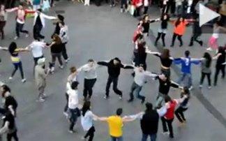 Έλληνες φοιτητές χορεύουν «Ζορμπά» στην Αγγλία!