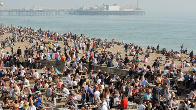 Βρετανία: Από τις παραλίες … στη σόμπα