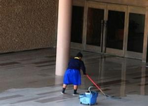 Σε κινητοποιήσεις διαρκείας οι καθαριστές σχολείων της Λάρισας