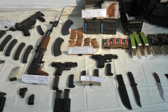 Λαρισαίοι προσπάθησαν να πουλήσουν όπλα σε αστυνομικούς