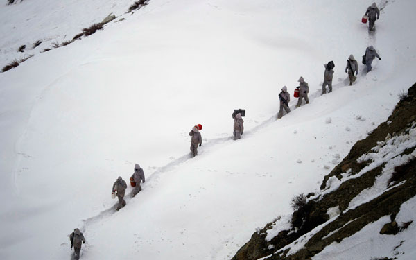 Χιονοστιβάδα καταπλακώνει περισσότερους από 100 στρατιώτες στο Πακιστάν