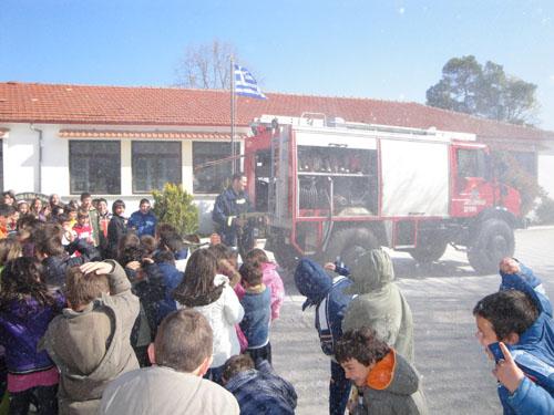 Εκπαίδευση μαθητών από το πυροσβεστικό κλιμάκιο Σκιάθου