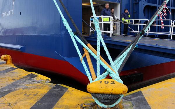 Χιλιάδες ακυρώσεις εισιτηρίων στα πλοία