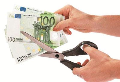Μείωση μισθών κατά 15% στην Ελλάδα ζητά η Κομισιόν