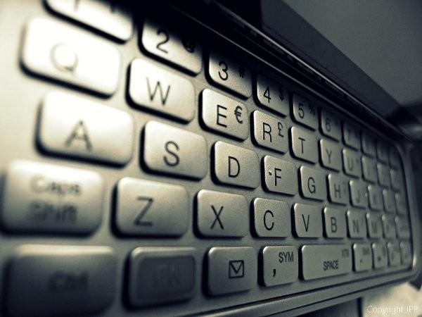 Καταταργεί τα QWERTY πληκτρολόγια η HTC