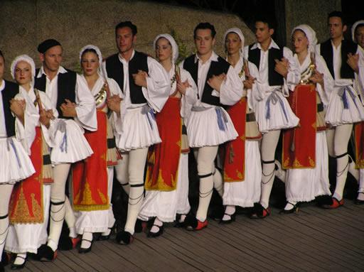 Ελληνικοί χοροί και δρώμενα