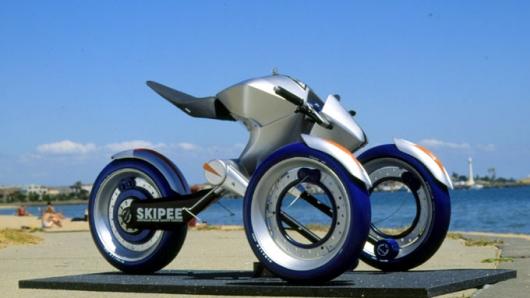 Ένα «διαστημικό» τρίκυκλο όχημα σχεδιασμένο από Έλληνα