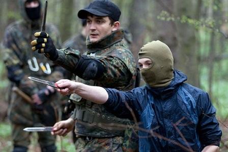 Νεοναζί εκπαιδεύουν χούλιγκανς για το Euro