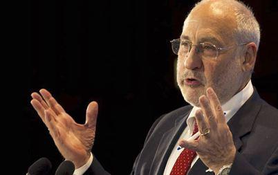 «Δεμένα τα χέρια των Ελλήνων» λέει ο Τζόζεφ Στίγκλιτς