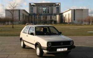 Πουλήθηκε έναντι 10.165 ευρώ παλιό Volkswagen της Μέρκελ