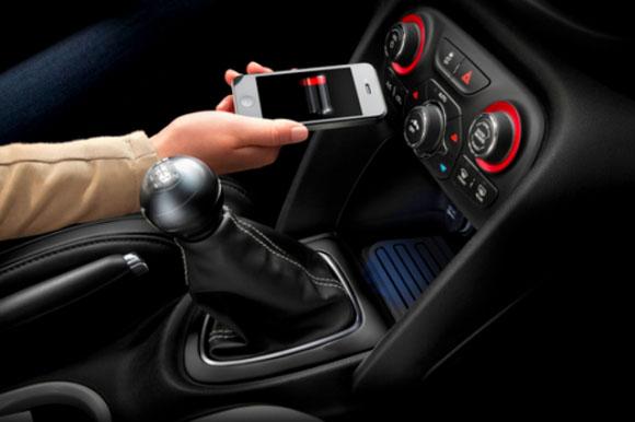 To πρώτο ασύρματο σύστημα φόρτισης αυτοκινήτου για κινητά τηλέφωνα από την Chrysler