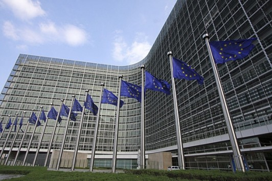 """Άρχισαν οι πιέσεις από Βρυξέλλες να """"σεβαστεί η Ελλάδα τις δεσμεύσεις της"""""""