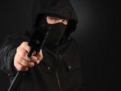 Τρίκαλα: Ένοπλοι κουκουλοφόροι εισέβαλλαν σε μπαρ