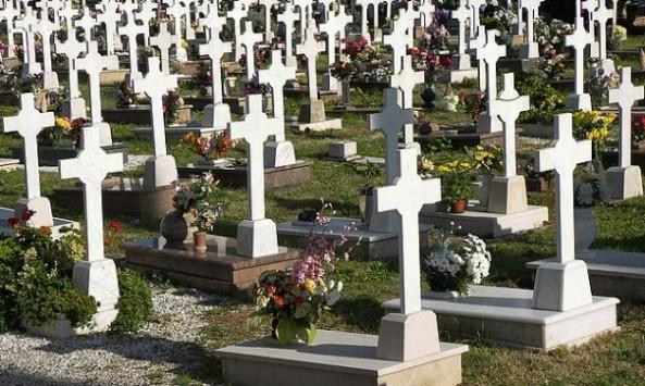 Πάτρα: Ανείπωτη τραγωδία σε νεκροταφείο - Νεαρή βρέθηκε κρεμασμένη!