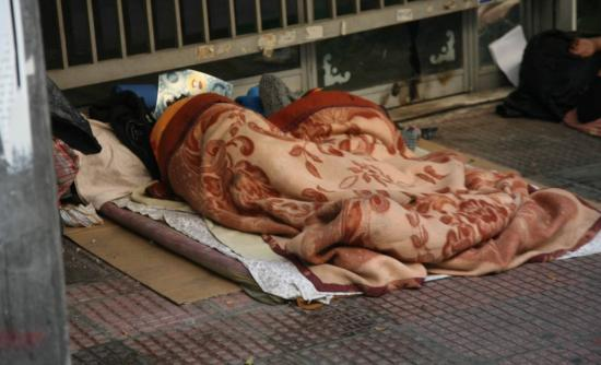 Άστεγοι σκότωσαν άστεγο για μερικά κέρματα!
