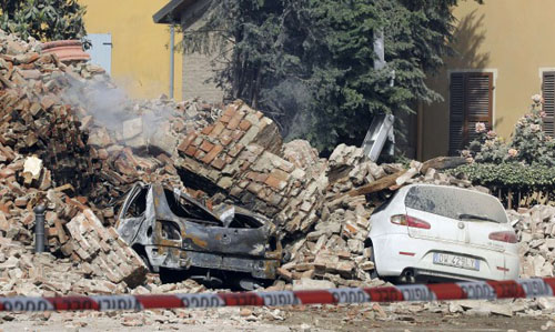 Εξι οι νεκροί απο το σεισμό 5,9 Ρίχτερ στην Ιταλία
