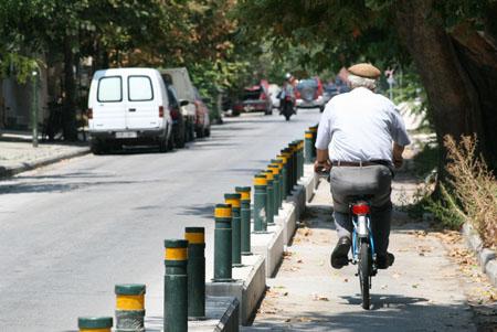 Ποδηλατοδρόμοι:  Φεύγουν τα μπετά