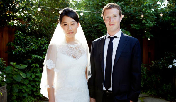 Ο Μαρκ Ζούκερμπεργκ ανακοίνωσε τον γάμο του στο Facebook