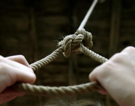 Αυτοκτόνησε ο παιδόφιλος ανθυπασπιστής - Κρεμάστηκε από τα κορδόνια του