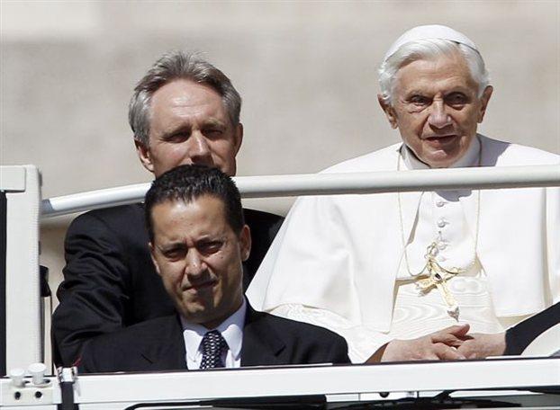 Απαγγέλθηκαν επισήμως κατηγορίες στον μπάτλερ του Πάπα