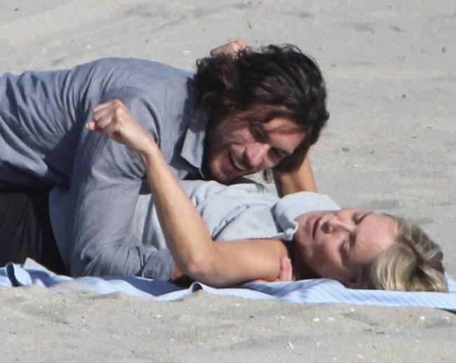Η Σάρον Στόουν ερωτεύτηκε και …παίζει στην άμμο!