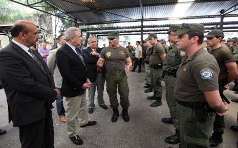 ΝΔ: Δεν θα γίνουν περικοπές στο μισθολόγιο των αστυνομικών