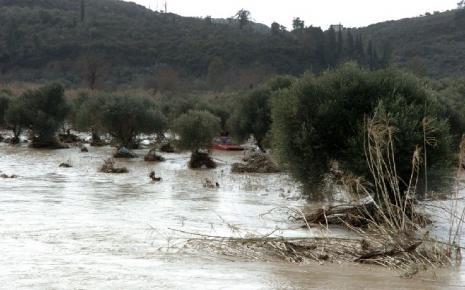 Καλλιεργήσιμες εκτάσεις στις Σέρρες θάφτηκαν στα νερά του Στρυμόνα
