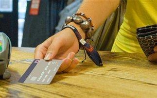 Χρεωστικές κάρτες VS μετρητών σημειώσατε 1!