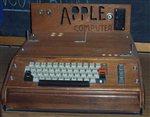 Στο «σφυρί» ένας από τους πρώτους υπολογιστές Apple