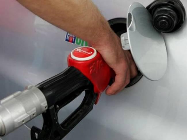 Έκλεβαν βενζίνη από παρκαρισμένα αυτοκίνητα