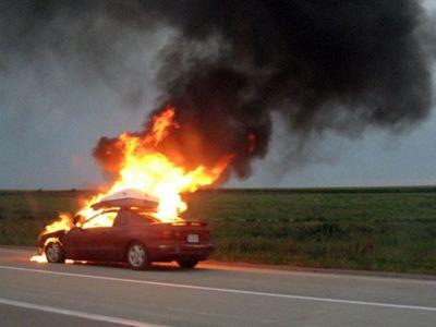Άρπαξε φωτιά Ι.Χ στην Εθνική Οδό- Εγκαύματα υπέστησαν οι επιβάτες