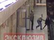 ΒΙΝΤΕΟ: Έσπρωξε εργαζόμενη στις ράγες του μετρό!