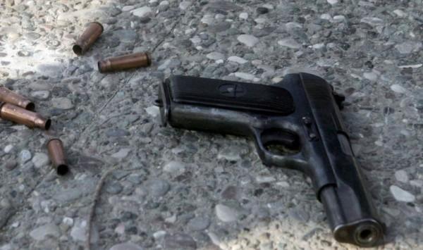Άρπαξε το όπλο από γυναίκα αστυνομικό και τράβηξε τη σκανδάλη