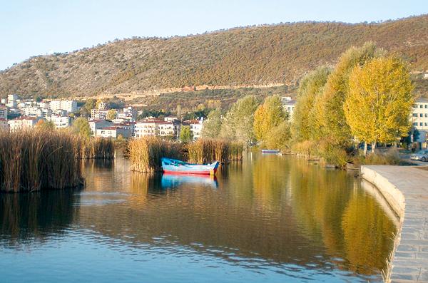 Υπό προστασία η λίμνη Καστοριάς