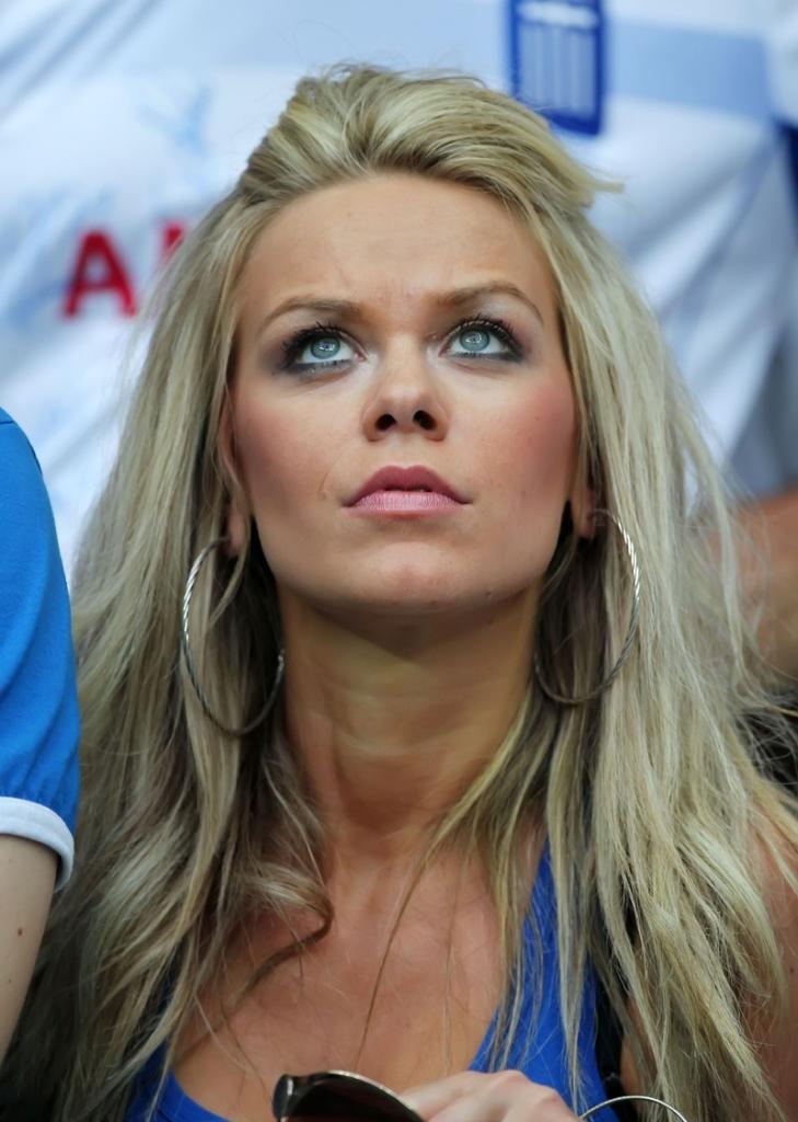 Euro 2012: Η sexy Ελληνίδα οπαδός της Εθνικής μας!