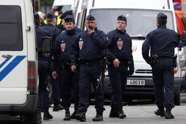Μέλος της Αλ Κάιντα κρατά ομήρους σε γαλλική τράπεζα