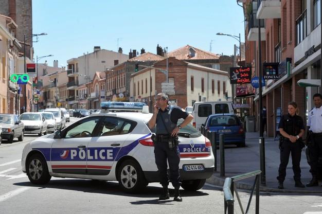 Συνεχίζεται το θρίλερ στην Τουλούζη - Απελευθερώθηκε ένας όμηρος