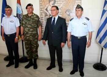 Επίσκεψη του υπουργού Εθνικής Άμυνας στο Στρατηγείο της Λάρισας
